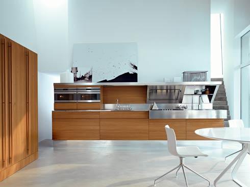 Большая и светлая кухня фото 1