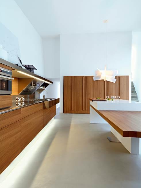 Большая и светлая кухня фото 3