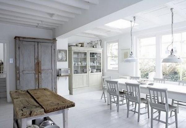 Белая кухня с частичками сельского интерьера фото 1