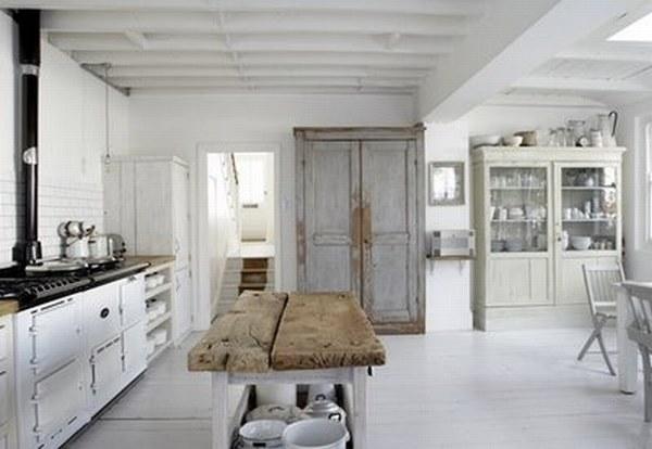 Белая кухня с частичками сельского интерьера фото 2