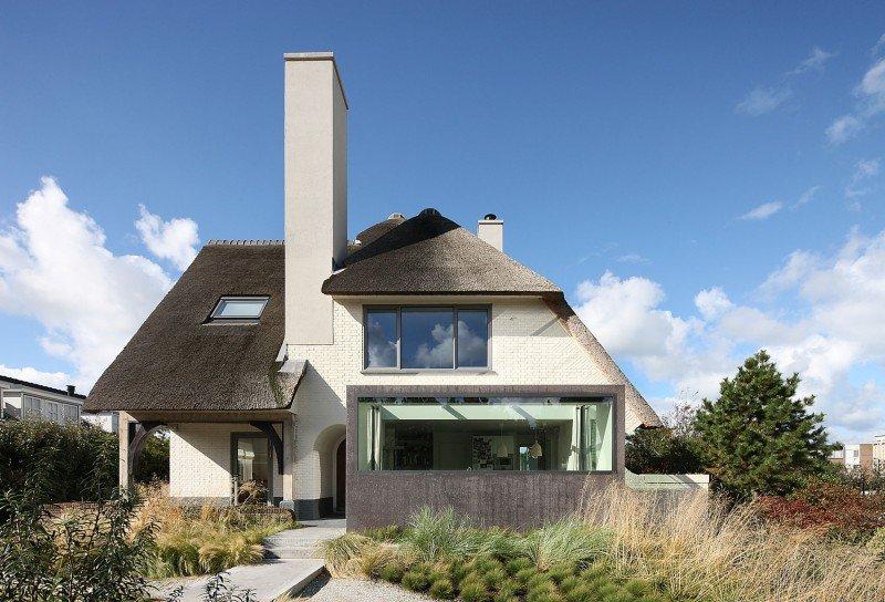 Прекрасный проект дома с соломенной крышей фото 1