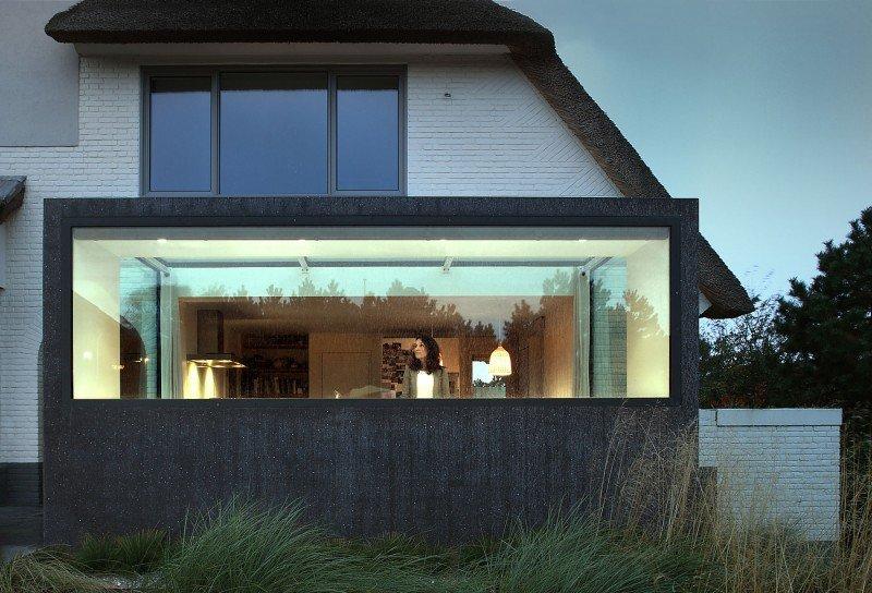 Прекрасный проект дома с соломенной крышей фото 13