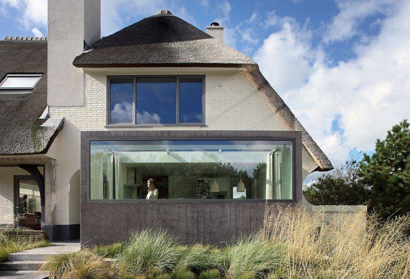 Прекрасный проект дома с соломенной крышей фото 4
