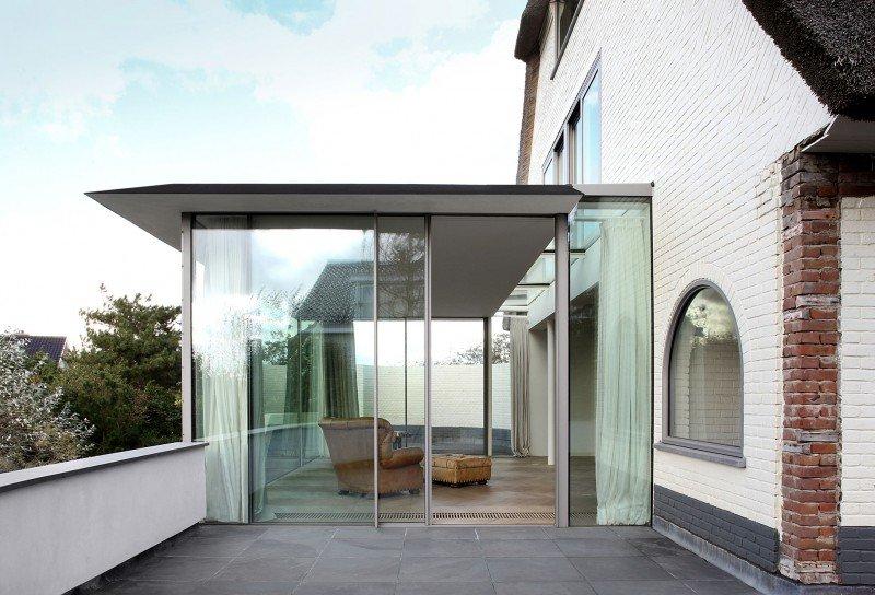 Прекрасный проект дома с соломенной крышей фото 5
