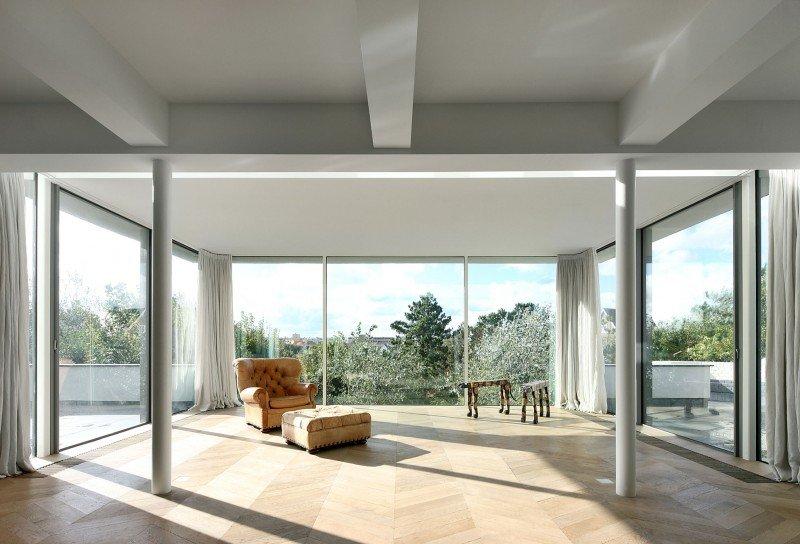 Прекрасный проект дома с соломенной крышей фото 6
