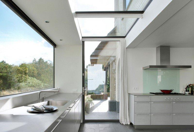 Прекрасный проект дома с соломенной крышей фото 9