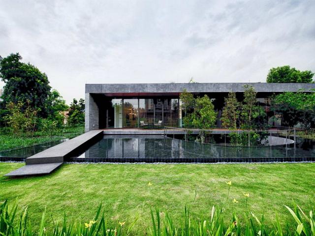 Дом в Сингапуре, окруженный зеленью