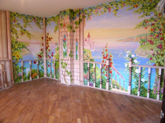 Уникальные фрески в детской комнате
