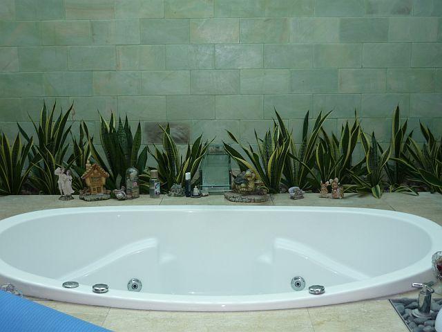 Оранжерея в ванной комнате — оазис в доме