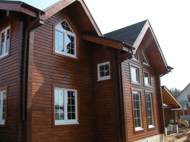 Как самому покрасить дом из дерева?