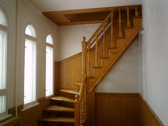 Из каких материалов производят лестницы
